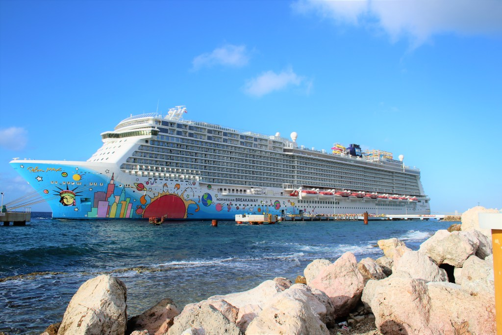 Cruise packing checklist. The ultimate guide of what you should bring on a cruise.