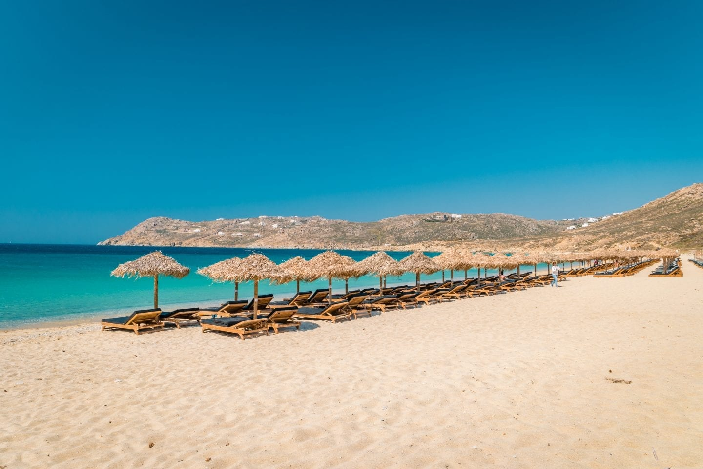 These are the very BEST beaches in Mykonos. Beautiful Elia Beach